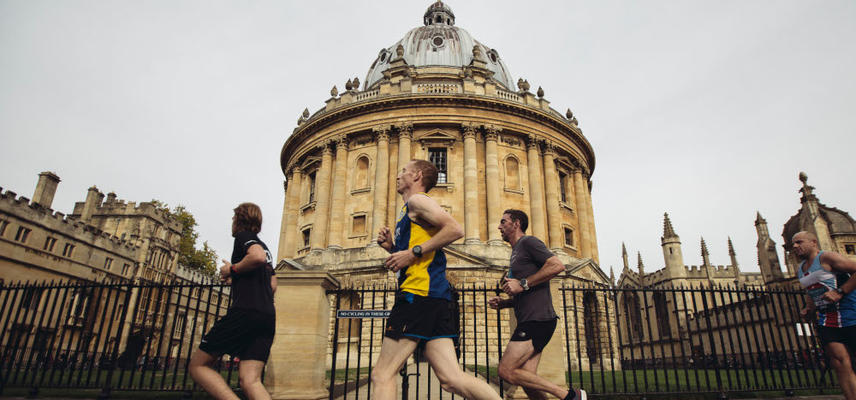 Runners pass the Radcliffe Camera during the 2018 Oxford Half Marathon